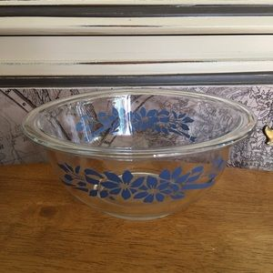 Pyrex blue flowers and ribbons clear mixing bowl